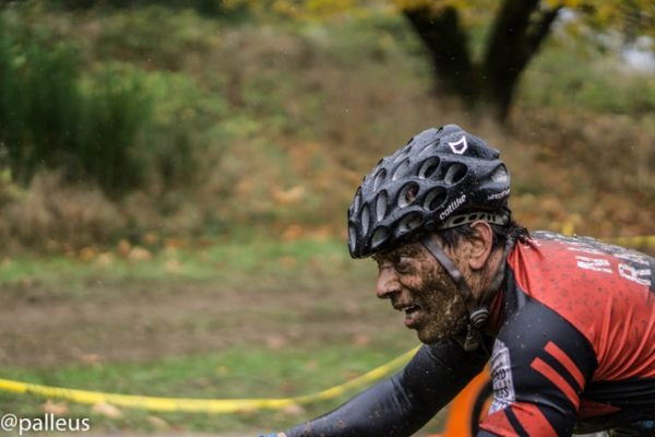 Geoff Wong riding through the mud-cyclocross