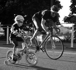 matt bar lee riding alongside a child with training wheels